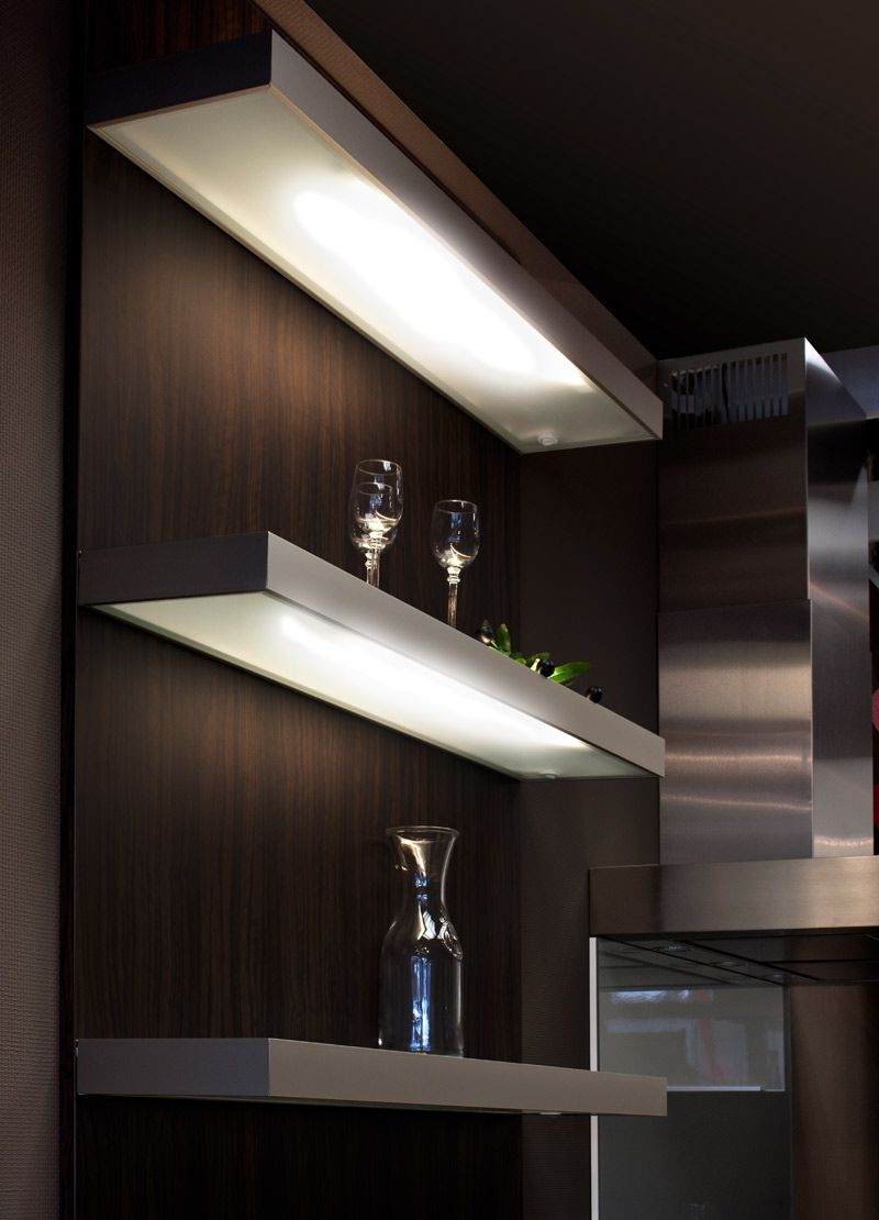 Beleuchtetes Regal Küche